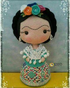 Felt Dolls, Baby Dolls, Crochet Projects, Sewing Projects, Mexican Crafts, Doll Painting, Felt Diy, Felt Hearts, Felt Ornaments