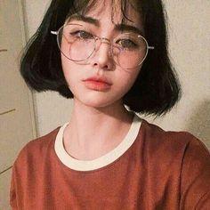 🌱ulzzang in tmblr🌱 Aesthetic People, Aesthetic Girl, Korean Girl, Asian Girl, Glasses Outfit, Chica Cool, Uzzlang Girl, Girl Short Hair, Tumblr Girls