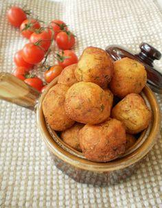 Bucataresele Vesele-retete culinare,retete ilustrate: Bulete de cartofi si cascaval