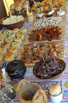 Index of /Adult-Themed-Events/Proudly-South-African-Kuier South African Braai, South African Dishes, South African Recipes, African Party Theme, Kos, African Christmas, Traditional Wedding Decor, Party Food Platters, South African Weddings