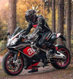 ḹ₥קᎧƧƨῗɓŁḕ carrément impossible je déteste APRILIA Motorcycle Suit, Moto Bike, Racing Motorcycles, Chopper, Motocross, Bike Leathers, Biker Boys, Biker Gear, Super Bikes