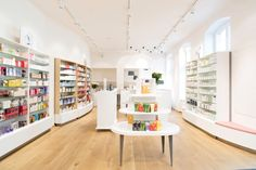 With a feminine yet modern environment, BeautyLane a cosmetic and perfumery store designed by UniversalProjekt, recently opened its doors in the Berlin adjacent municipality of Potsdam.