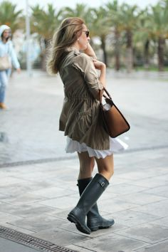 parka_outfit-with hunter boots bmodish Barcelona Fashion, Fall Outfits For Work, Fall Winter Outfits, Autumn Winter Fashion, Winter Style, Parka Outfit, Hunter Boots Outfit, Hunter Wellies, Texans