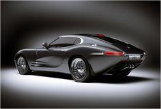 Lyonheart K é uma homenagem alucinante ao E-Type, projetado e construído a mão em uma série limitada. Desenvolvido, projetado e construído em Coventry, Inglaterra, pela Lyonheart Cars, que é sinônimo de carros de lux