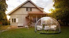 jika anda memiliki desain rumah yang memiliki taman belakang yang asri, bangungan garden igloo ini akan cocok untuk melengkapi taman belakang rumah anda