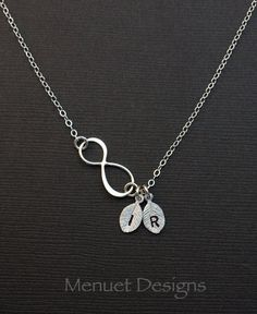 Bijoux Saint-Valentin, personnalisé bijoux, monogramme Infinity collier, feuilles initiales, collier de la mère, sœurs collier, cadeau pour elle