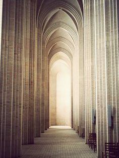 Grundtvig Church in Copenhagen. Architect P.V Jensen-Klint. Art Et Architecture, Amazing Architecture, Architecture Details, Cathedral Architecture, Classical Architecture, Beautiful Buildings, Beautiful Places, Place Of Worship, Kirchen