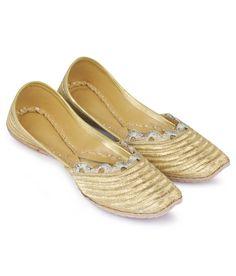 Stylogue Ethnic Ladies Footwear Silk Embroided Jutti