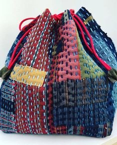 BeBe Bold a boro inspired Kinchaku bag. BeBe Bold a boro inspired Kinchaku bag. Made from our woven stripesaime cette and stitched with indigo dyed sashiko Patchwork Bags, Quilted Bag, Japanese Embroidery, Hand Embroidery, Embroidery Designs, Embroidery Stitches, Embroidery Techniques, Embroidery Books, Embroidery Scissors
