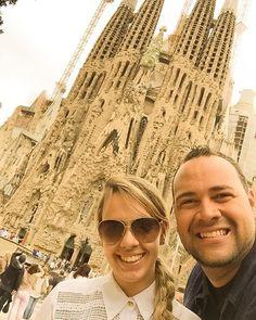 Bom Final de Semana a Todos - Basílica de lá Sagrada Família - Barcelona