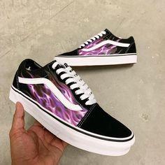Outfits ✔ Shoes Sneakers Vans Girls Windows Live Spaces Social N Vans Customisées, Tenis Vans, Vans Sneakers, Vans Men, Pink Vans, Red Vans, Dr Shoes, Nike Air Shoes, Hype Shoes