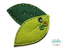 Broche de hojitas de fieltro verde