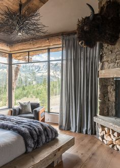 Modern Rustic Home Design-Pearson Design Kindesign This stunning rustic chic mountain home is by Pearson Design Group, located at the base of the Rocky Mountain foothills of Big Sky, Montana. Modern Rustic Homes, Rustic Home Design, Home Interior Design, Modern Rustic Decor, Rustic Office, Cabin Homes, Log Homes, Awesome Bedrooms, Home Decor Bedroom