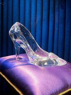 holographic iridescent cinderella happy ending doll sugar life glass slipper Fancy Shoes, Crazy Shoes, Cute Shoes, Me Too Shoes, Awesome Shoes, Cinderella Slipper, Cinderella Shoes, Cinderella Disney, Cinderella Princess