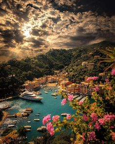 Breathtaking sunset in Portofino, Italy. 📷 Breathtaking sunset in Portofino, Italy. Beautiful Places To Travel, Wonderful Places, Beautiful World, Beautiful Sunset, Wonderful Picture, Amazing Places, Beautiful Things, Beautiful Dresses, Beautiful Pictures