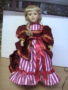 Porcelánová  panenka,značená.44 cm.