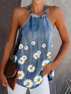 Denim Fashion, Look Fashion, Umgestaltete Shirts, Long Shirts, Denim Flowers, Denim Crafts, Denim Blouse, Denim Top, Printed Denim