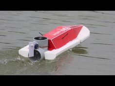 Make A Boat, Diy Boat, Wooden Model Boats, Solar Car, Boat Engine, How To Make Toys, Remote Control Cars, Water Crafts, Fun Crafts