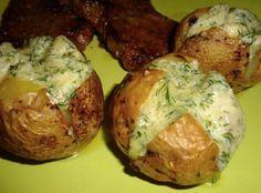 Neskutečně chutné brambory se sýrem a česnekem recept | iRecept.cz Enjoy Your Meal, Baked Potato, Potatoes, Baking, Ethnic Recipes, Food, Tags, Food Food, Bakken