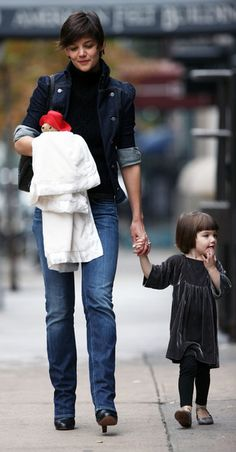 Love Kate' outfit! Short Hair Hacks, Cute Hairstyles For Short Hair, Braids For Long Hair, Short Hair Styles, Haircuts For Round Face Shape, Kids Outfits, Casual Outfits, Asian Short Hair, Celebrity Moms