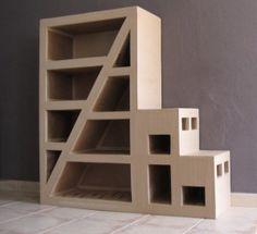 Bonjour, Voici l'avancée du meuble en carton pour ma fille. Pour cette construction j'ai utilisé la technique de boîtage excepté l'escalier qui lui est en papier, je plaisante. J'ai utilisé pour ce dernier la technique des traverses entaillées et croisées,...