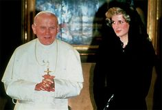 25 April, 1985 Diana, Princess of Wales (R) with Pope John Paul II during a private audience a the Vatican on April Diana Spencer, Lady Spencer, Lady Diana, Princesa Diana, Prince And Princess, Princess Of Wales, Kate Middleton, Papa Juan Pablo Ii, Diana Williams