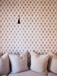 What appears to be a lushly tufted wall covering is in fact a clever use of wallpaper! Click through to tour designer Mischa Lampert's clever Manhattan apartment. Small Space Design, Small Spaces, Design Loft, House Design, Design Design, Look Wallpaper, Amazing Wallpaper, Wall Wallpaper, Upholstered Walls