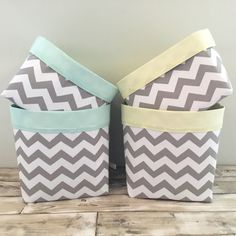 Our beautiful Chevrons collection is available in nine colours with a choice of lining colours - mix and match to creat your perfect combination. Basket Options:Standard with handles (25x25x25cm approx)Medium with handles (30x30x30cm approx)Pair with handles (20x20x20cm