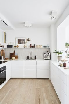Some lovely kitchen inspiration pictures from the home of Kristina Dam Thank you for the beautiful pictures & Kitchen Room Design, Modern Kitchen Design, Home Decor Kitchen, Interior Design Kitchen, Home Kitchens, Modern White Kitchens, Nordic Kitchen, Ikea Interior, Interior Livingroom