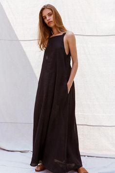 Long Linen Dress with open back. Pure Linen – Linen Dresses For Women Linen Dresses, Casual Dresses, Summer Dresses, Minimale Kleidung, Quoi Porter, Minimal Outfit, Fashion For Petite Women, Traditional Dresses, Minimalist Fashion