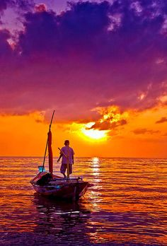 Beautiful sunset view from a boat. Beautiful World, Beautiful Places, Beautiful Pictures, Amazing Sunsets, Beautiful Sunrise, Cool Photos, Nature Photography, Scenery, Ocean