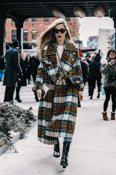 Winter fashion 169448004718163213 - NYFW Street Style Fall 2017 Source by trkmny Street Looks, Look Street Style, Street Style Blog, Autumn Street Style, Komplette Outfits, Casual Outfits, Fashion Outfits, Womens Fashion, Fashion Trends