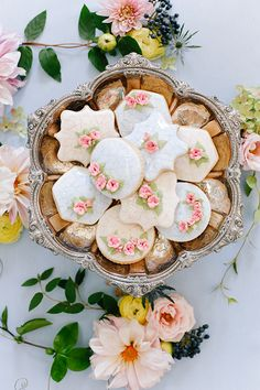 This creative little team of Annabella Charles Photography, Karin from Haute Horticulture - who creates the most incredible florals – and Kristin from Everbloom Designs, designed all this prettiness for Issue 4 of Magnolia Rouge Magazine. - See more at: http://magnoliarouge.com/#sthash.RMas5Drh.dpuf