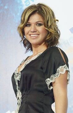 Kelly Clarkson   38 Photos From The 2003 Teen Choice Awards That Will Make You Nostalgic