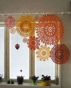 Decorating with crochet | Doilies joined to make a crtain valance | Tende