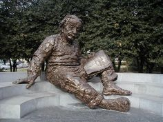 ALBERT EINSTEIN statue in Washington DC, USA. For your own online life monument go to www.yourafterlife.com