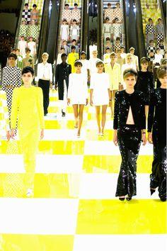 Louis Vuitton s/s 2013 runway. PFW