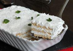 Il semifreddo 3 minuti allo yogurt è un dessert velocissimo e fresco che si prepara senza cottura e con pochissimi ingredienti.