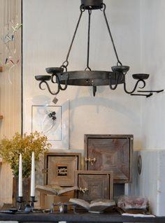 Takorautainen kynttiläkruunu, valmistaja Tulikoira sekä Lauri Karskelan avainkaappeja. Track Lighting, Ceiling Lights, Home Decor, Decoration Home, Room Decor, Ceiling Lamp, Ceiling Fixtures, Interior Decorating