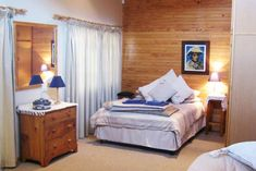 Ongeag Guesthouse - Clarens Accommodation. Sleeper Couch, Free State, Study Areas, Open Plan Kitchen, Double Beds, Large Windows, Two Bedroom, Queen Size, Living Area