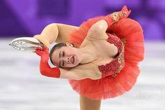 【2月12日 AFPBB News】平昌冬季五輪は12日、フィギュアスケート団体戦の女子シングル・フリースケーティング(FS)が行われ、OAR(ロシアからの五輪選手)のアリーナ・ザギトワ(Alina Zagitova)は158.08点を記録し、1位となった。 Ice Skating, Figure Skating, Russian Figure Skater, 2018 Winter Olympic Games, Alina Zagitova, Pyeongchang 2018 Winter Olympics, Skate Gif, Hollywood Life, Female Poses