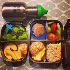 #meenaarschool trommeltje staat weer klaar. Lekker fruit, groente, wafel en biologische leverworst.