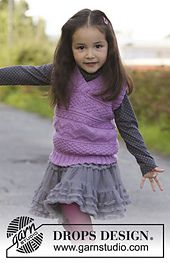 Knitted DROPS girl's vest with textured pattern in Karisma. Size 3 to 12 years. Free pattern by DROPS Design. Baby Sweater Knitting Pattern, Knit Vest Pattern, Knitting Patterns Free, Knit Patterns, Free Knitting, Baby Knitting, Free Pattern, Drops Design, Kids Vest