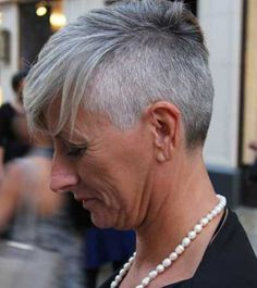 104 Besten Kurze Graue Haare Bilder Auf Pinterest Kurzhaarschnitte