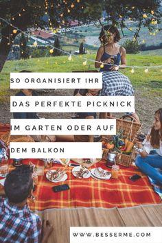 Ein Picknick ist eine Party, die kein grosses Budget erfordert. Ihr werdet eine gute Zeit haben und viele grossartige Momente erleben. Wir sind es gewohnt, in der Natur zu picknicken, aber habt ihr jemals ein Picknick im Haus, auf dem Balkon oder im Garten gehabt? Vermutlich werden die meisten von euch nein sagen. Jetzt ist der richtige Zeitpunkt, um es auszuprobieren! Budget, Old Wooden Boxes, Saying No, Good Times, Balcony, Nature, Lawn And Garden, Budgeting