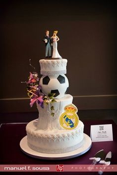 Soccer themed wedding cake by:  www.cakestudio.ca