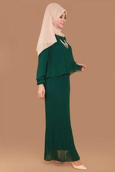 Pelerin Görünümlü Piliseli Elbise Zümrüt Ürün kodu: RZ6063 --> 119.90 TL