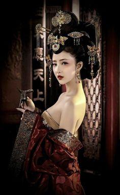 Traditional Fashion, Traditional Dresses, Geisha Art, Japon Illustration, Fashion Wallpaper, Dress Clothes For Women, China Girl, Beautiful Asian Girls, Sensual