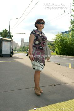 Random photo. Street fashion in Russia. Russian woman. Fashion in June. Female summer fashion. Summer dress. Bag. June 2012. June women's fashion in Moscow in 2012. odigif@gmail.com photo.