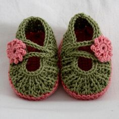 Knitting: Daisy Baby Booties